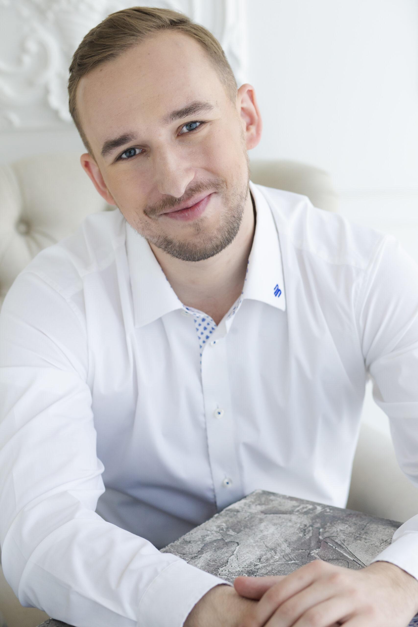 Gleb Sljusartšuk (Eesti, Vene, Inglise)